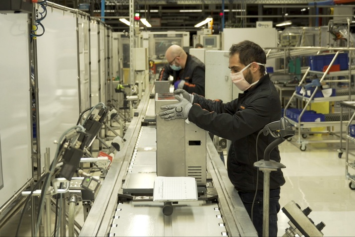 Átállás az autógyártásról lélegeztető gépek gyártására